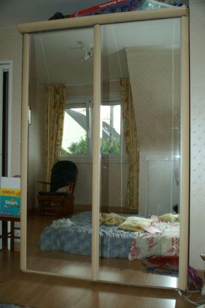 nous vendons tout a saisir armoire couleur hetre vitree. Black Bedroom Furniture Sets. Home Design Ideas